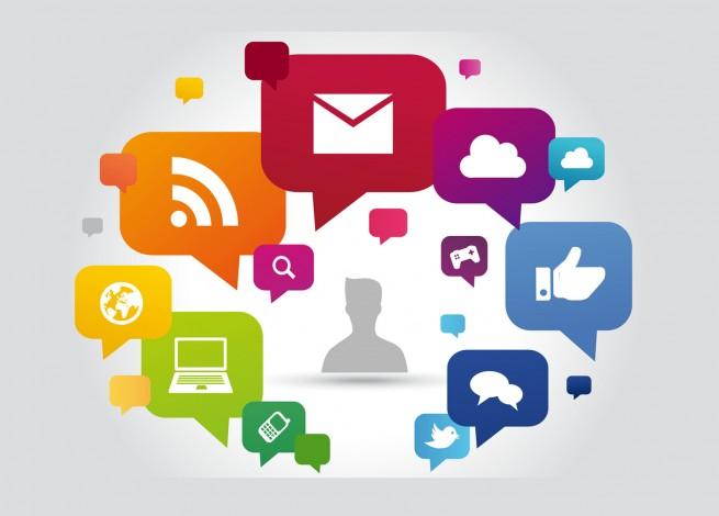 Nubes de diálogo con logos de redes sociales