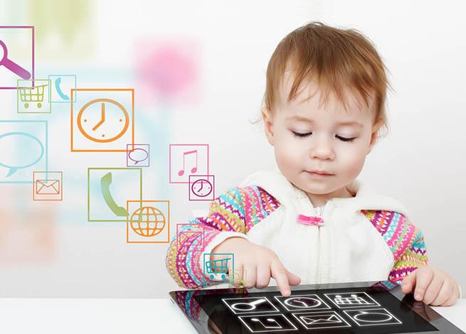Niño usando un tablet