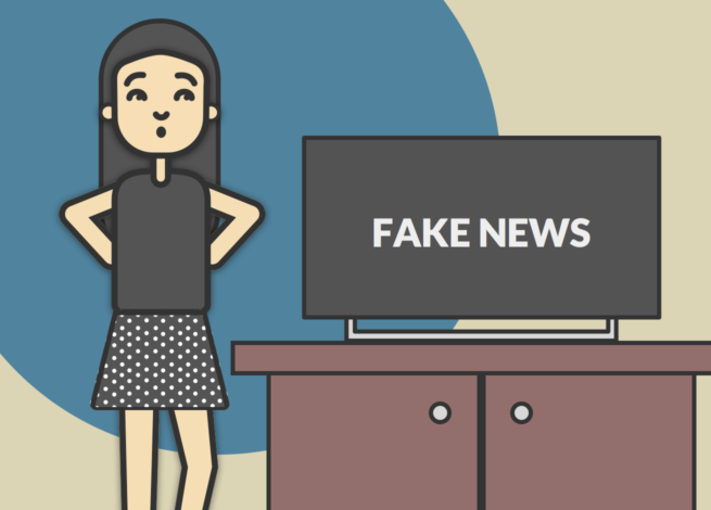 """Una mujer mira soprendida un televisor que dice en su pantalla """"Fake News""""."""
