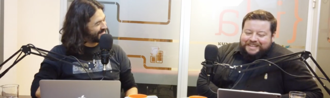 Max Martín y Rodrigo Vera, sonríen en el espacio de grabación con sus computadores y micrófonos.