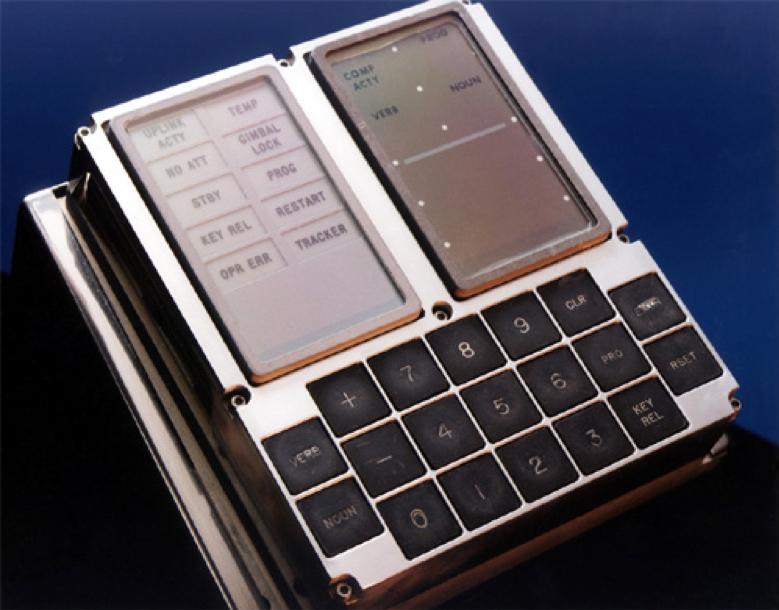 Interfaz de usuario DSKY del computador del Apolo.