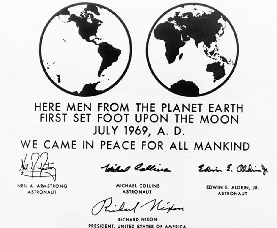 Placa oficial de la NASA en el primer viaje a la Luna.