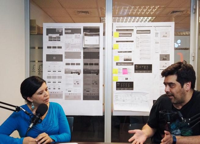 Andrea Zamora conversa con Max Villegas en la oficinas de IDA.