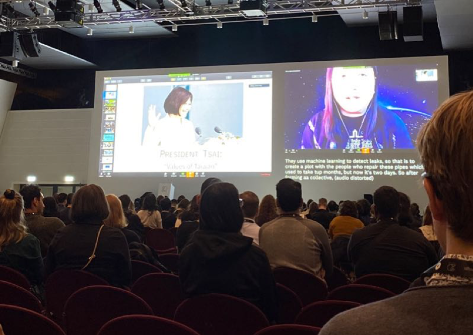 Charla de Audrey Tang por video llamada sobre Desarrollo Sostenible en Taiwan.