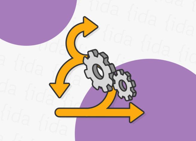 Flechas que indican diversas direcciones y dos engranajes delante de estas, lo que refleja la agilidad como metodología.