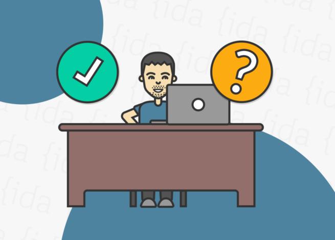 persona tras un escritorio realizando un test de usabilidad remoto.