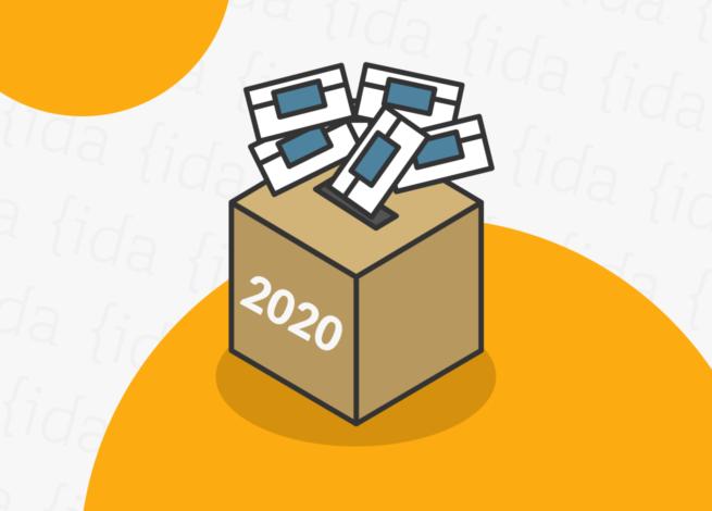 Urna con votos en su alrededor, lo que hace referencia al Plebiscito 2020.