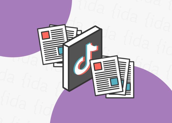 Logo de TikTok con papeles a sus costados.