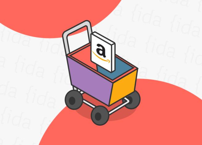 Carro de compras con el logo de Amazon en su interior.
