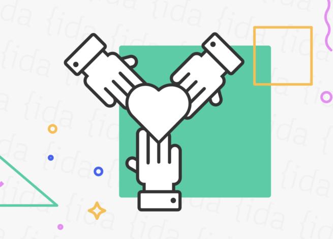Manos que se unen alrededor de un corazón, lo que hace referencia al valor de la inclusión.
