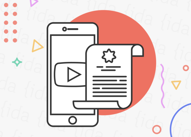 Logo de YouTube en un celular con un documento a su costado.