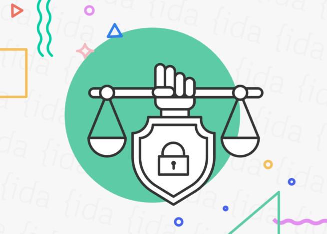 Balanza que hace referencia a la ley con un candando que hace referencia a la protección de datos y a las cookies.