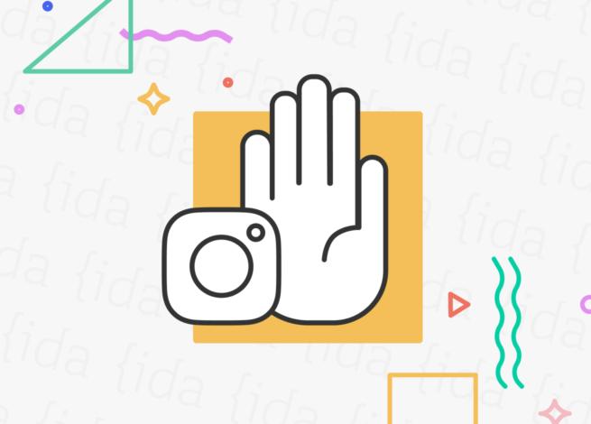 Instagram y una mano que indica la pausa de su versión para niños.